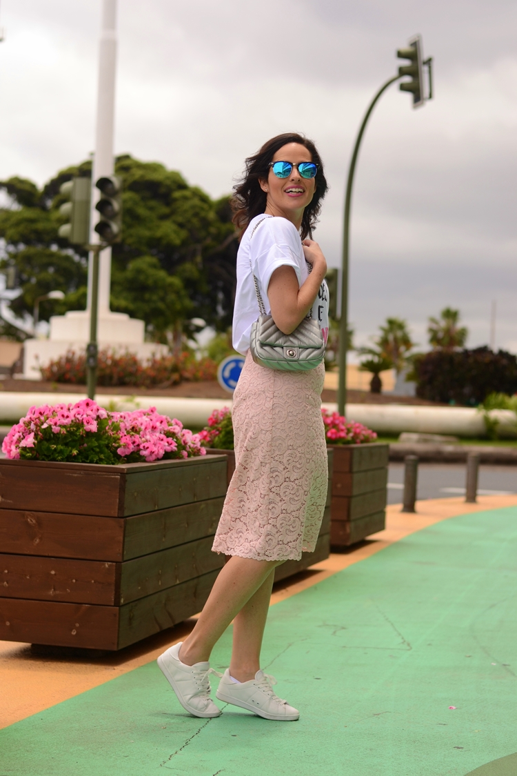 lace-skirt-zara-bag-lady-casual-outfit-street-style