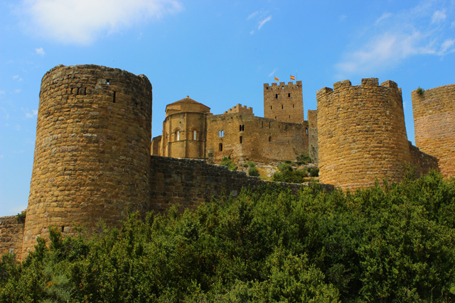 Las murallas del castillo de Loarre se construyeron en el siglo XIII