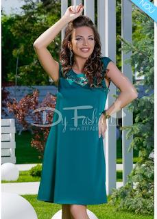 Comanda aici rochita Zina verde cu broderie