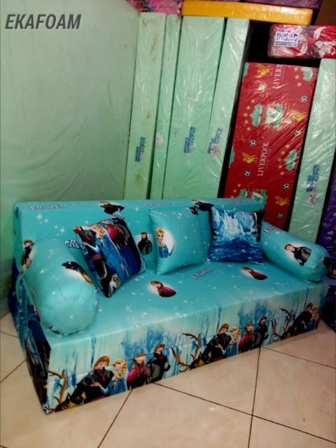 sofabed inoac motif frozen biru posisi sofa inoac