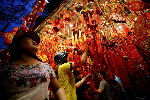 Hang Ma Street Bustle, Sparkling Lights To Welcome The Mid-Autumn 2