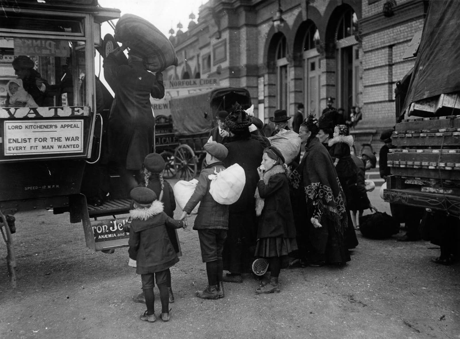 Refugees in London. 1914.