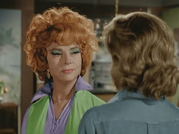 Bewitched - Season 1 Episode 04: Mother, Meet What's His Name