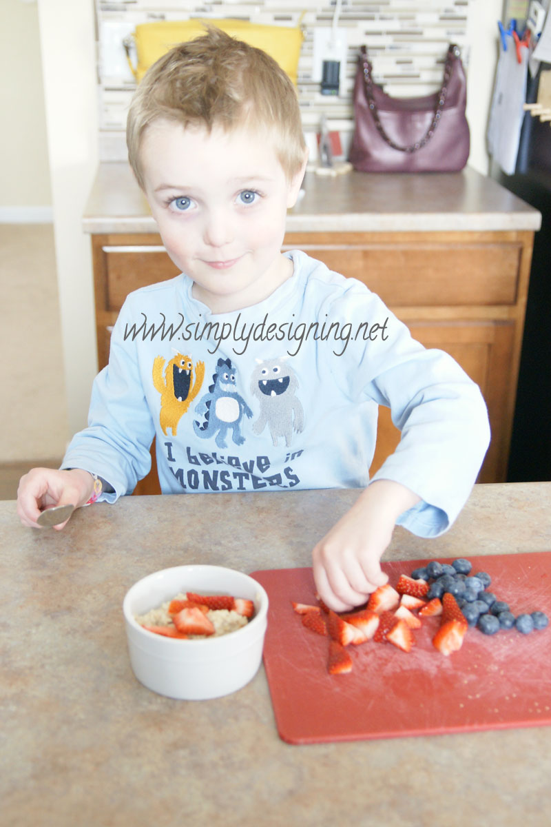make+your+own+oatmeal+bar 5 Ways to Simplify Your Mornings with Children + Giveaway #FlipTopFrenzyFree 7