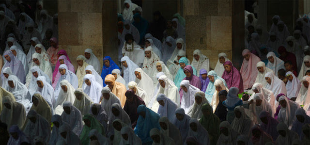 Sholat Dzuhurnya Wanita di Hari Jumat, Apa Harus Menunggu Pria Selesai Jum'atan Dulu?