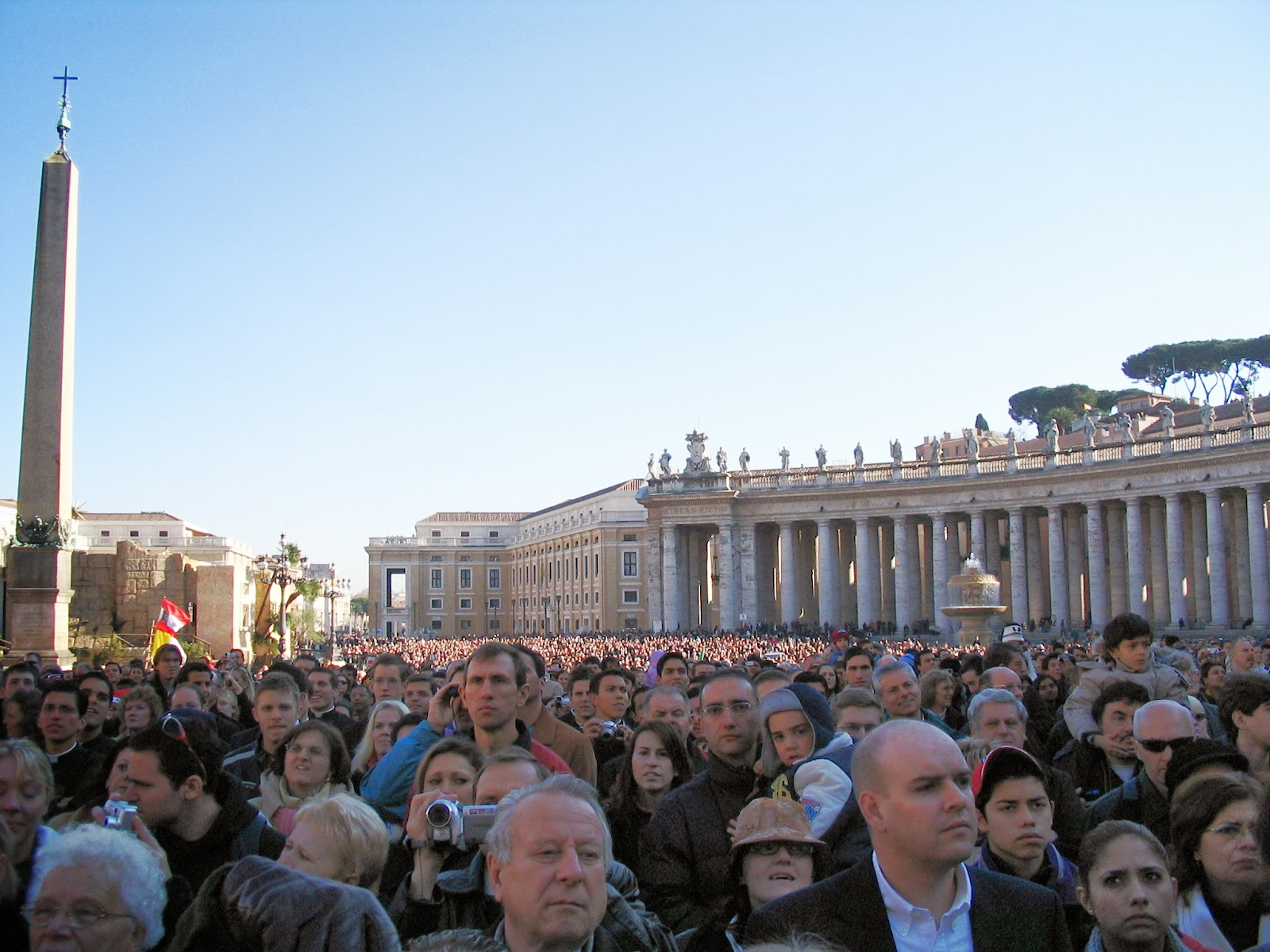 Christmas Day crowd in St Peters Square, Rome