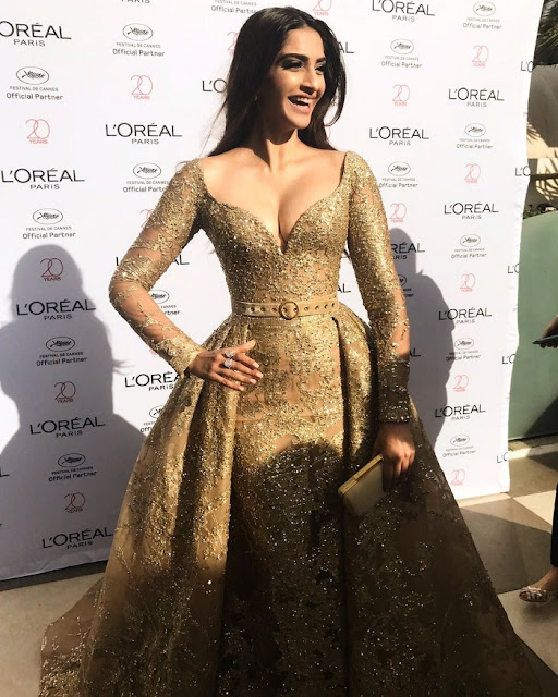 Sonam Kapoor Dresses Stills in Red Carpet  From Golden Girls Event