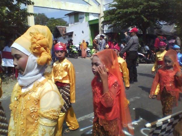 Foto SDN Saringembat III ikut karnaval kecamatan singgahan tuban 2014