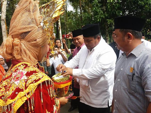 Wabup Padang Pariaman Suhatri Bur Buka MTQ Ke-44 Tingkat Kecamatan VII Koto, di Korong Pincuran Sonsang Nagari Balah Aie.