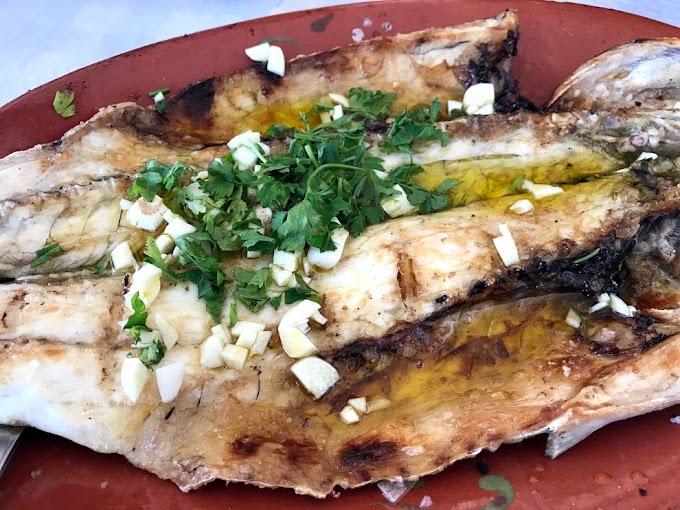 Tasquinha da Muralha, pescados asados a pie del río