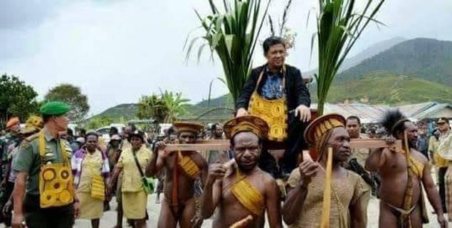 Ditolak di Manado, Ternyata Begini Penghormatan Masyarakat Papua Menyambut Fahri
