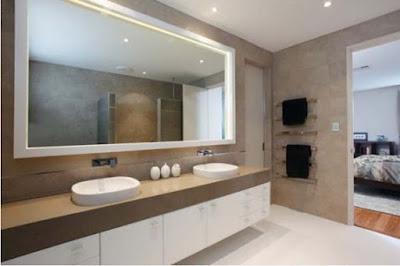 Sử dụng gương lớn trong phòng tắm
