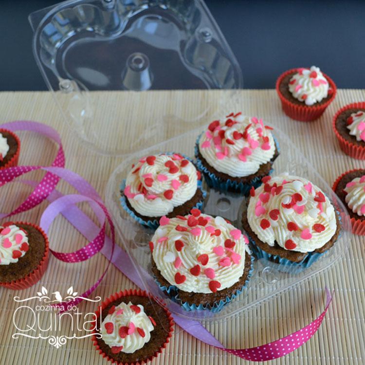 Cupcakes de chocolate com cobertura de creme de manteiga e leite condensado =)