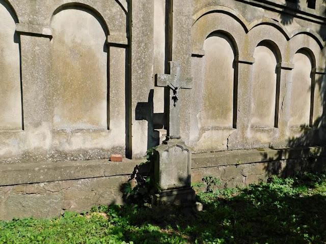 krzyż, mur, nagrobek, gościeszyn, ogrodzenie kościoła
