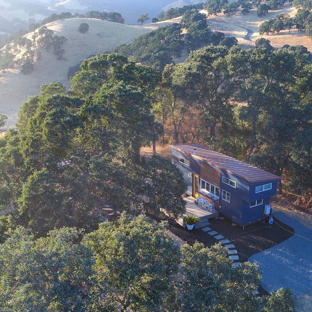 01-Aerial-View-Joshua-Shelley-Engberg-Cut-Excess-Architecture-with-a-Tiny-House-on-Wheels-www-designstack-co