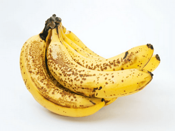 American studies have shown that the dark spots on bananas contain TNF (Tumour Necrosis Factor), which belongs to the group of cytokines, which are responsible for the maintenance of normal immunity, and development of all stages in the development of immunity. TNF is also fighting against the growth of abnormal cells, which refers to the fact that the banana with black points has anticancer activity.