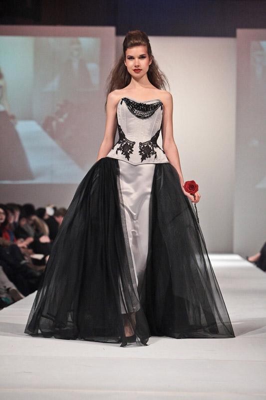 fe21f9022 Vestido de Noiva em Estilo Fetiche - Cinquenta Tons de Cinza para ...