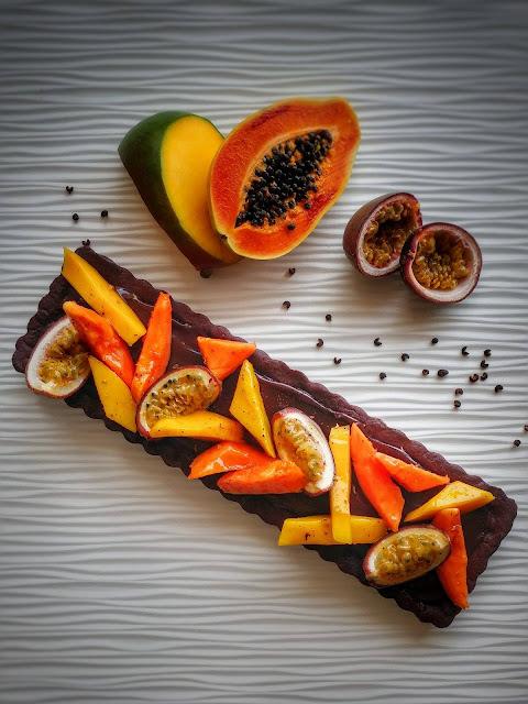 crostata al cioccolato con frutta esotica- ricetta di Ernst Knam