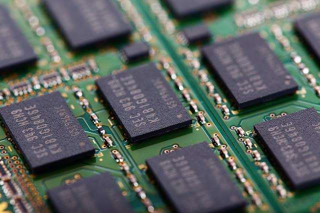 Quelle est la différence entre la mémoire et le stockage de données ?