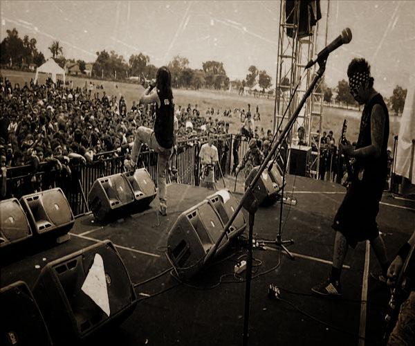 festival-metal-terbesar-asia-hellprint-united-day-digelar-di-bandung_OldPhotosEffects.jpg