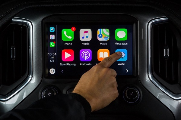 Waze for iOS updated with Apple CarPlay support