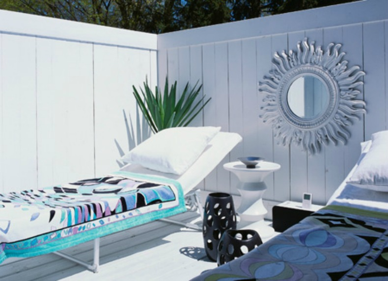 coastal modern outsoor lounge area