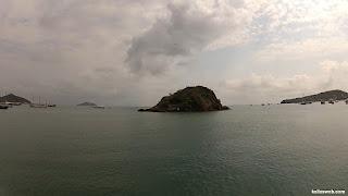 Pequena ilha próximo da orla de Búzios/RJ.