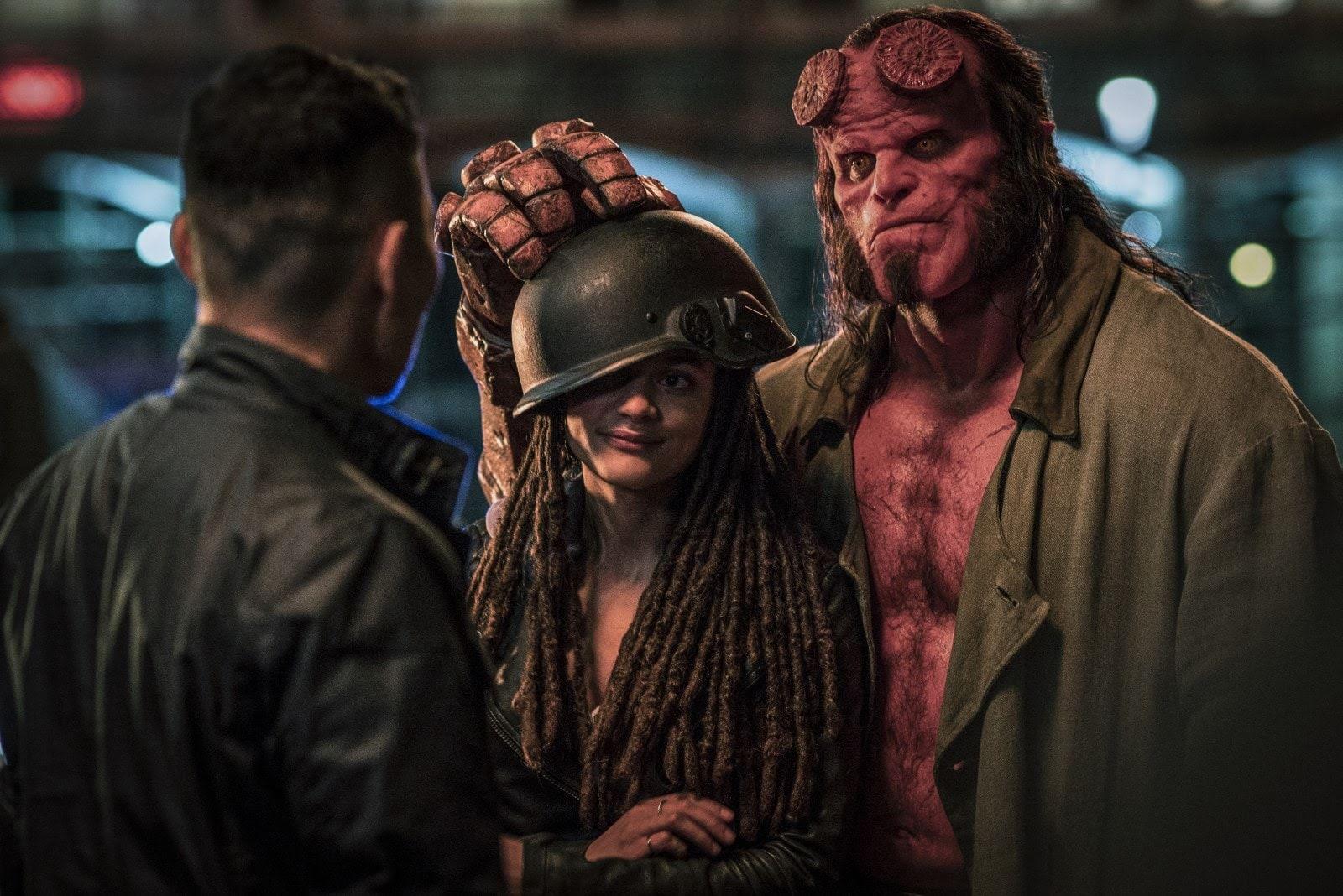 Hellboy : 赤い悪魔のアンチ・ヒーロー映画「ヘルボーイ」の新しい写真とテキストレスのポスター ! !