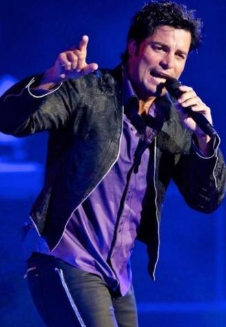 Foto de Chayanne cantando en concierto