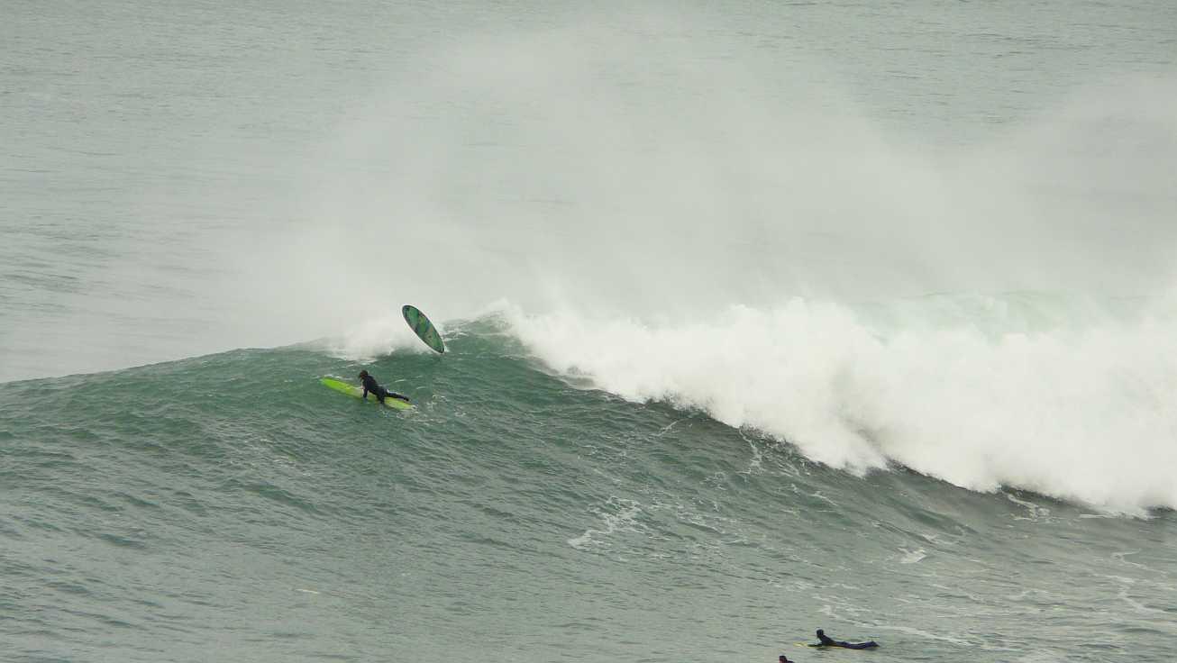 surf menakoz diciembre 2015 olas grandes 40