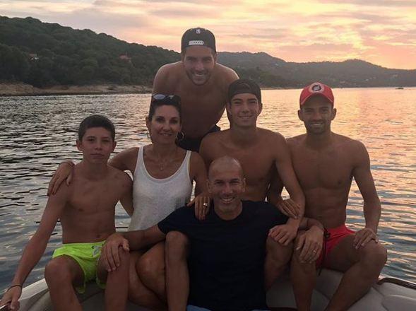 Zinedine Zidane , LIFESTYLE , Enzo, Luca, Theo , Elyaz , Dolce Vita , Véronique , Football-4u