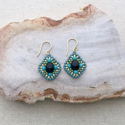 Miguel Ases style beaded earrings, black pearl center Brick Stitch: Lisa Yang's Jewelry Blog
