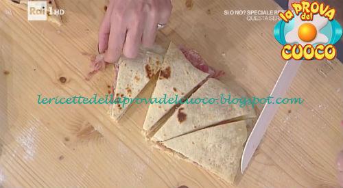 Piadina con pancetta noci e formaggio in scaglie ricetta Persegani da Prova del Cuoco