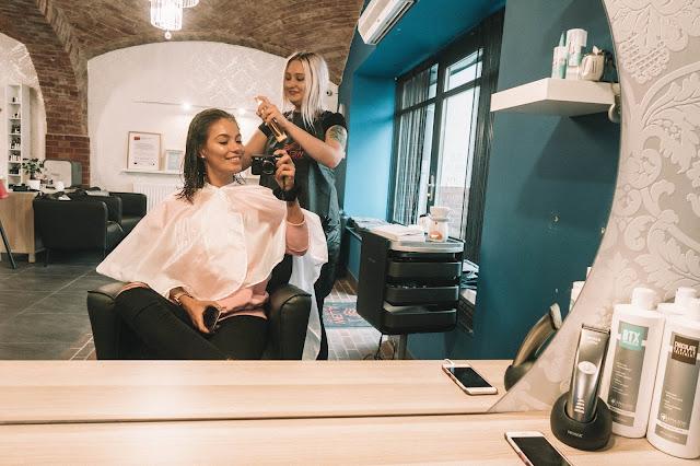 Zabieg regenerujący i odżywiający  włosy /MILKSHAKE - Czytaj więcej
