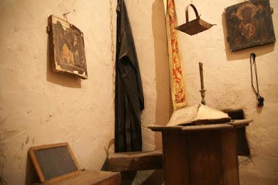 Περιήγηση στο κρυφό σχολειό της Μονής Γηρομερίου στη Θεσπρωτία, που δεν είναι μύθος, αλλά ήταν πραγματικότητα (7 φωτό)