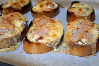 Η συνταγή της Ημέρας: Πεντανόστιμα πιτσάκια με μπαγιάτικο ψωμί