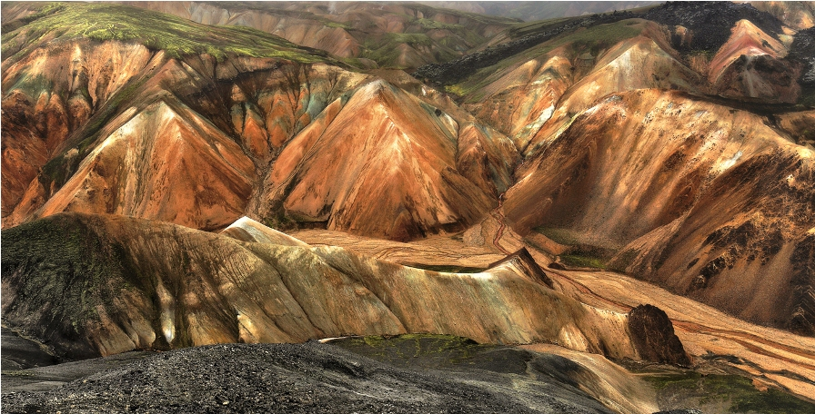 صور مميزة للون الجبال من آيسلندا.