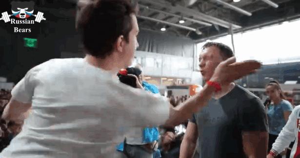 فيديو: أغرب رياضة في العالم .. منافسة بين طرفين في الصفع على الوجه !