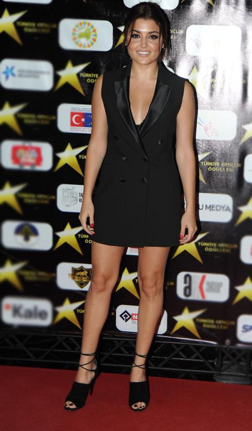 Hande Erçel Siyah Elbisesi, Hande Erçel Resimleri
