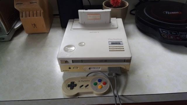 Hombre encuentra una rara consola Playstation-Nintendo