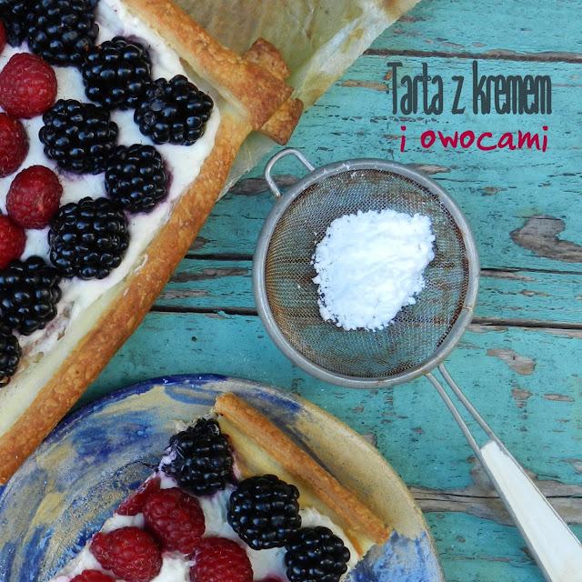 Tarta z kremem i owocami  - malinami i jeżynami