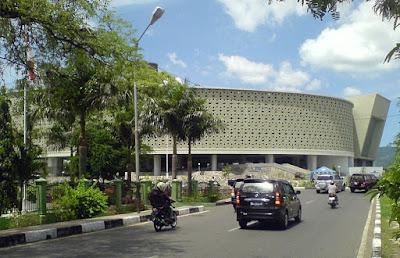 Sejarah Aceh dan Museum Tsunami Aceh