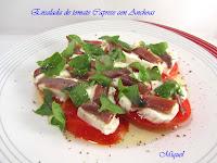 Ensalada de tomate caprese con anchoas