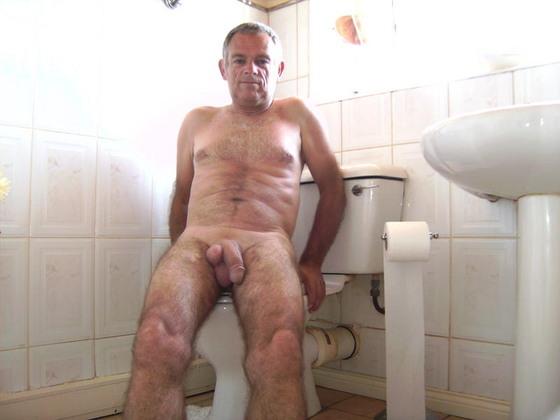 Maduros gays en baños