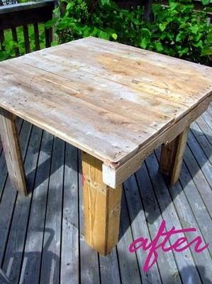 Μικρό εξοχικό τραπέζι από παλέτες