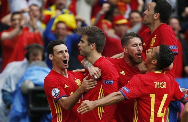 España ganó 1-0 a Republica Checa en su debut de la Euro 2016