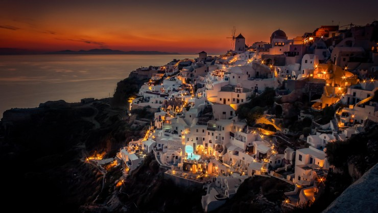 20 Spots In Europe You Must See Before You Die - Oia, Santorini, Greece