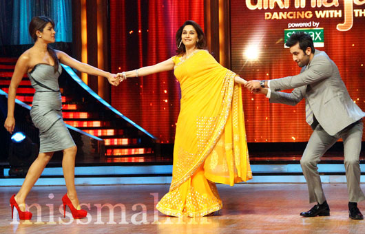 Madhuri Dixit Sizzling On Jhalak With Bebo, RK & PC