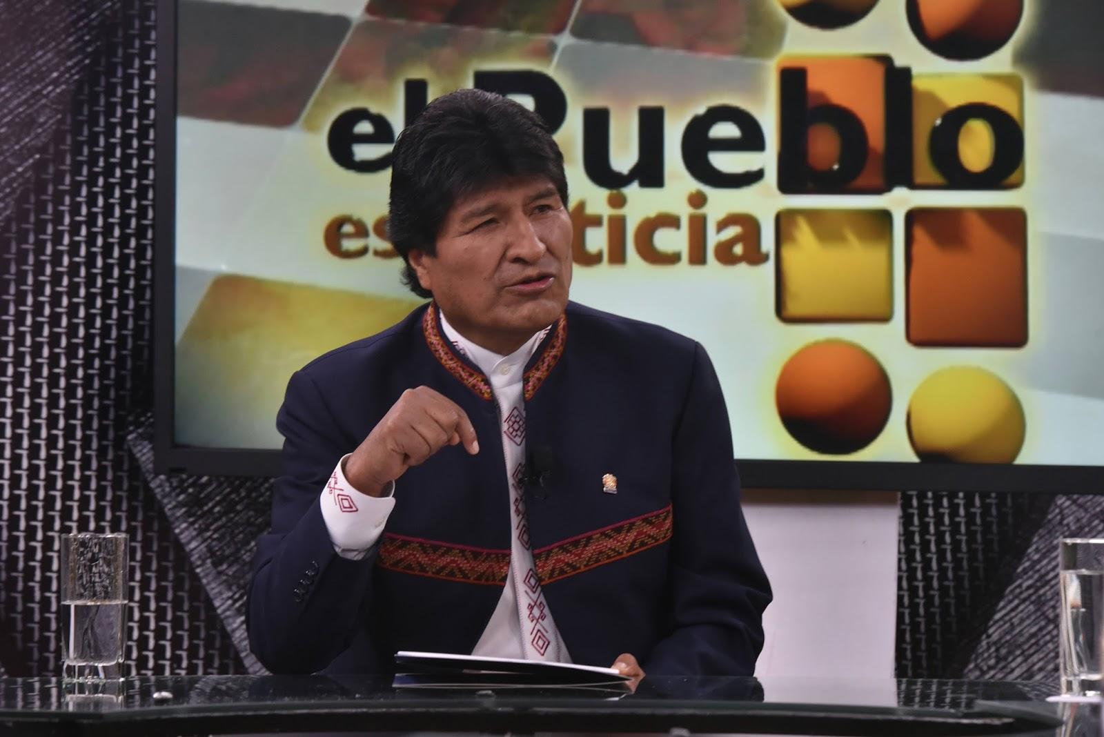 Morales con el anuncio de abrogación en el canal oficialista BTV / ABI