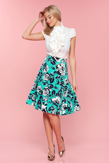 Looks con faldas con diseños estampados